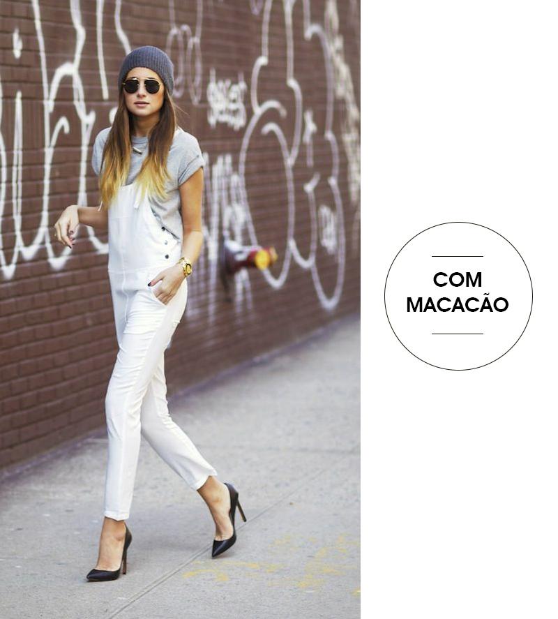 5 formas estilosas de usar camiseta branca no trabalho - com macacão