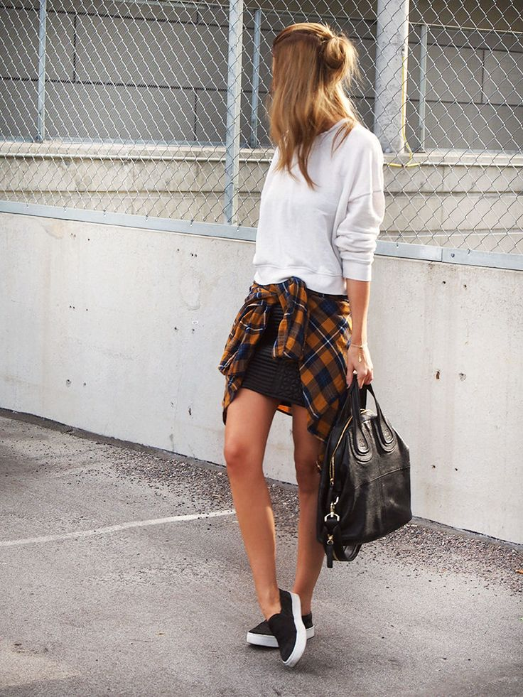 camisa xadrez na cintura
