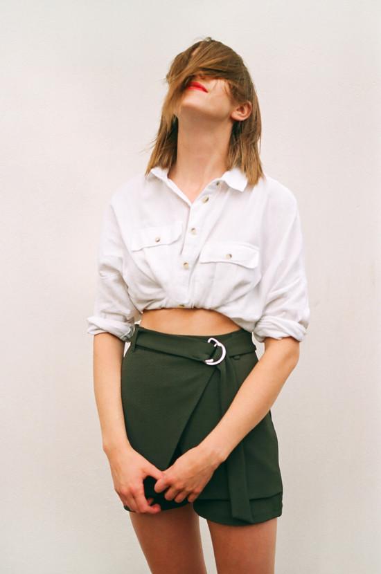 camisa branca como usar top cropped