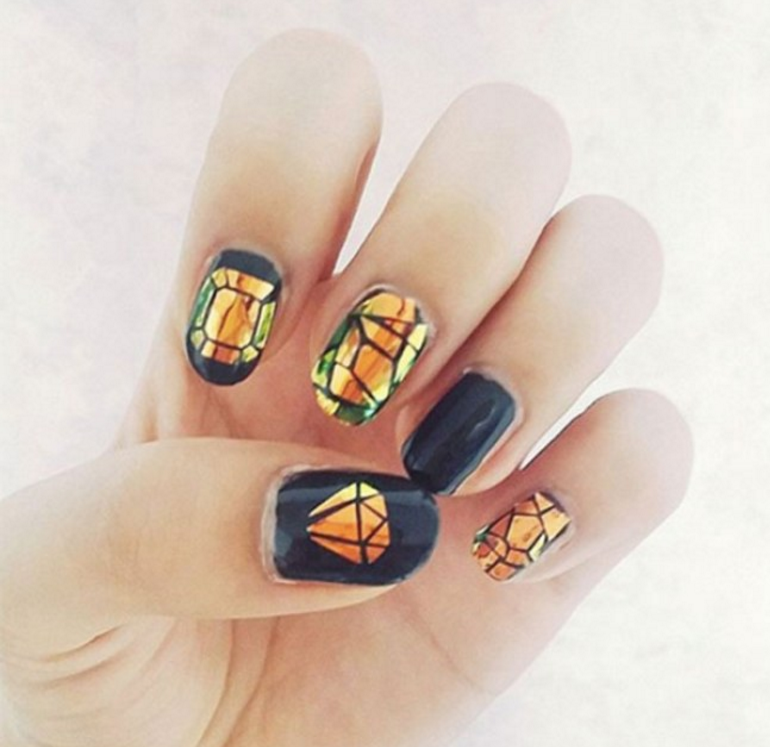 As unhas decoradas com efeito de vitral quebrado vão fazer você pirar nail art