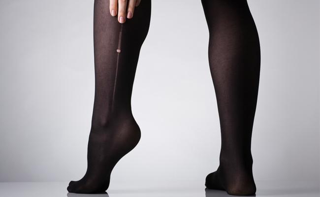 Truque simples promete o fim dos rasgos na meia-calça