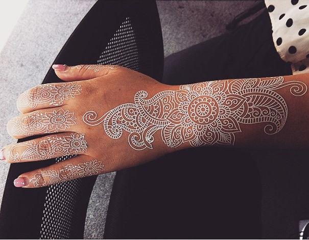 tatuagem temporária de henna branca que imita renda 1