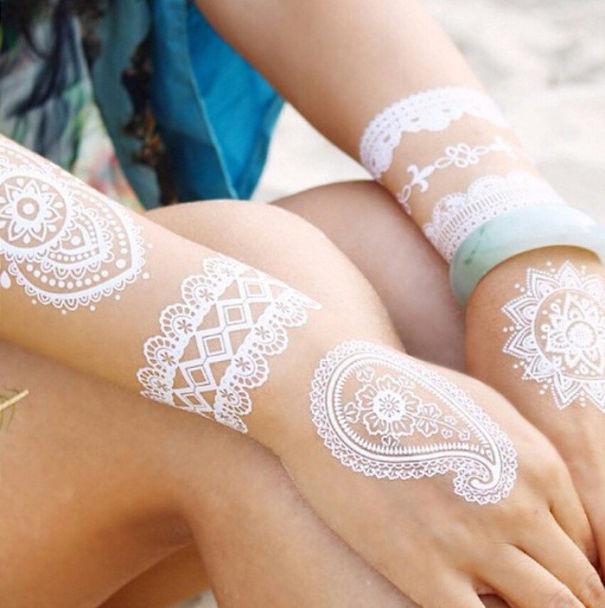 tatuagem temporária de henna branca que imita renda detalhes