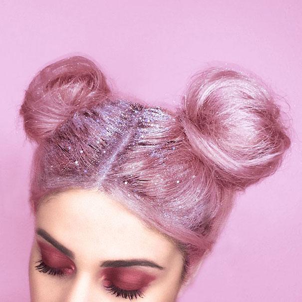 cabelo rosa com glitter na raiz