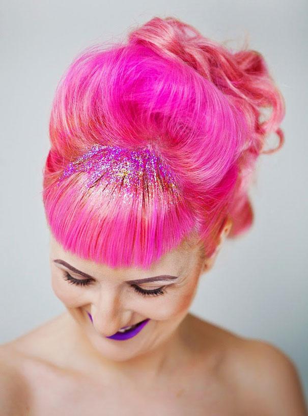 cabelos rosa com glitter na raiz